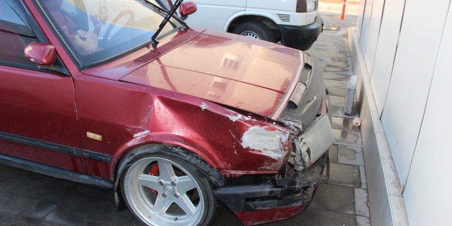 Aracına Çarpıp Kaçan Sürücüyü Bıçakla Yaraladı