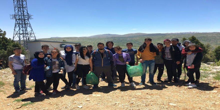 Bozkır MYO öğrencileri Sivri'de çevre temizliği yaptı.