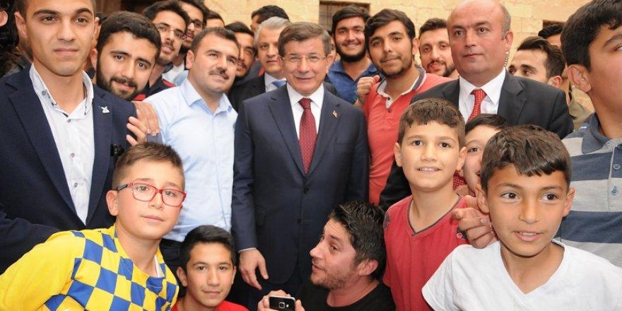 Ahmet Davutoğlu Mardinli esnafla