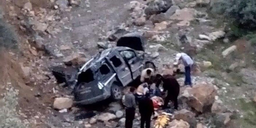 Konya'da otomobil uçuruma yuvarlandı