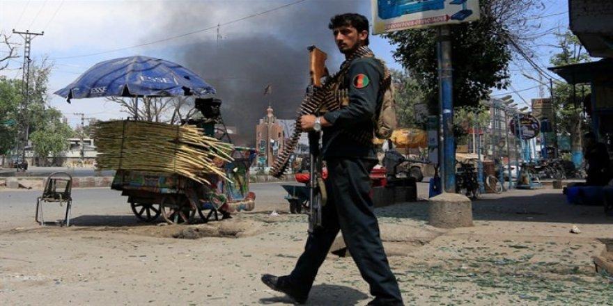 Afganistan'da bombalı saldırı! Onlarca ölü