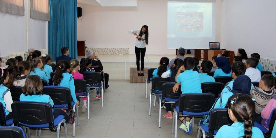 """NEÜ öğrencilerinin hazırladığı """"Yumi'nin Dişleri"""" projesi devam ediyor"""