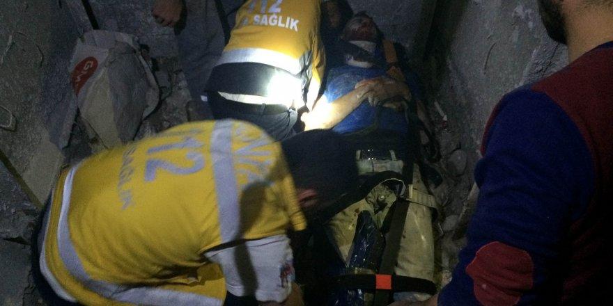 Beşinci kattan asansör boşluğuna düştü