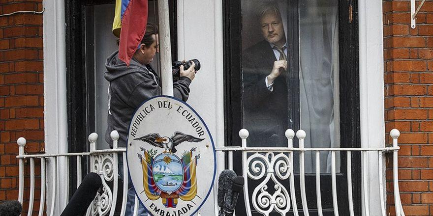 Moreno'dan Assange'a 'Bilgisayar Korsanı' Benzetmesi