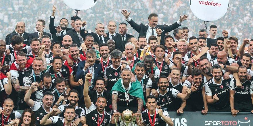 Beşiktaş, Şampiyonluk Kupasını Aldı