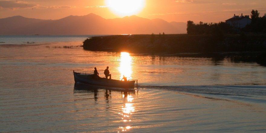 Beyşehir Gölü'nde sıkıntı elektroşokla avcılık