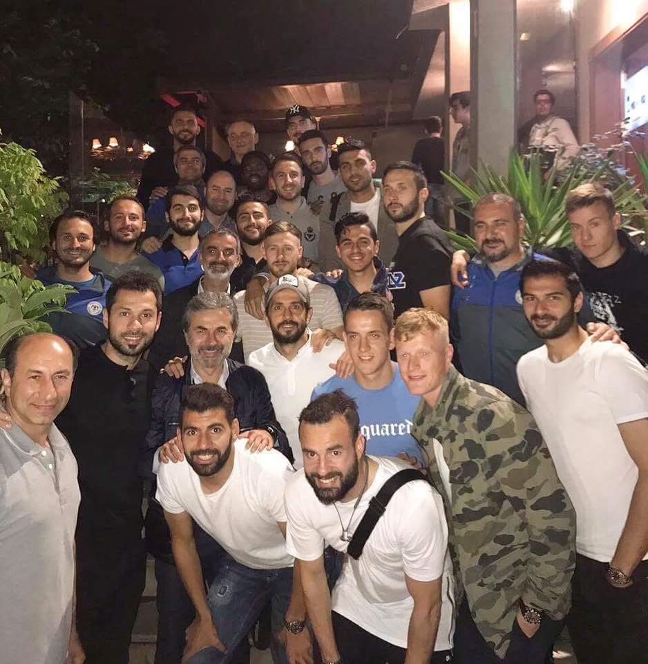 Futbolculardan Aykut Kocaman'a veda