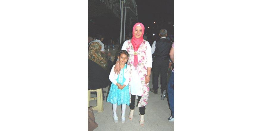 Esma Hanım kızıyla tatilde