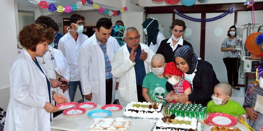 Meram Tıp'da çocuklar bayramı erken yaşadı