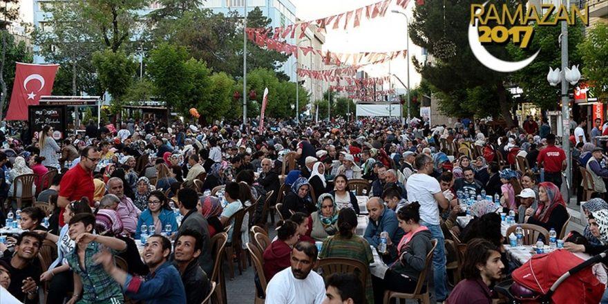 Uşak'ta 25 Bin Kişiyle 'Milli Birlik Ve Kardeşlik' İftarı