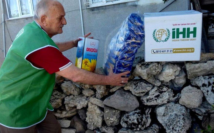 Seydişehir'de İHH'nın gıda ve giyim yardımı