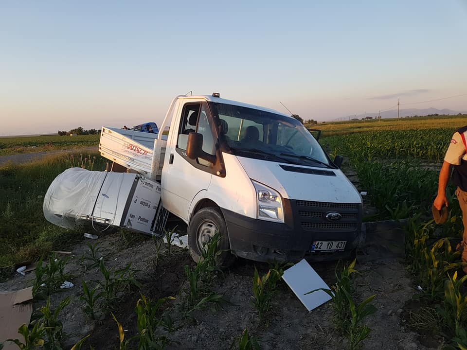 Karapınar'da kamyonet devrildi: 3 yaralı