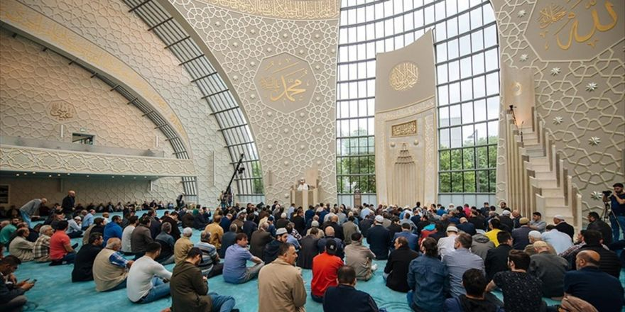 Köln Merkez Camisine 'Müslüman-türk' Damgası
