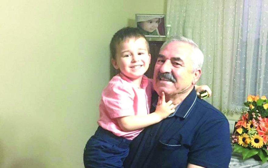 ŞEFİK TARHAN TORUNU ALP İLE BİRLİKTE