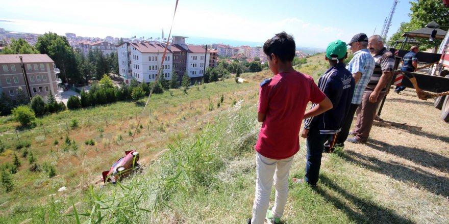 Konya'da otomobil 25 metrelik uçuruma yuvarlandı