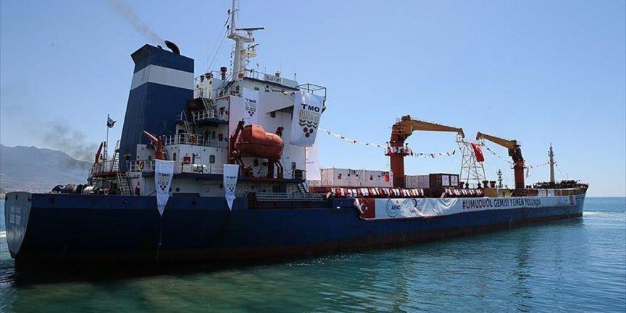 Türkiye'nin Yemen'e Gönderdiği Yardım Gemisi Aden Limanı'nda Yükünü Boşaltmaya Başladı