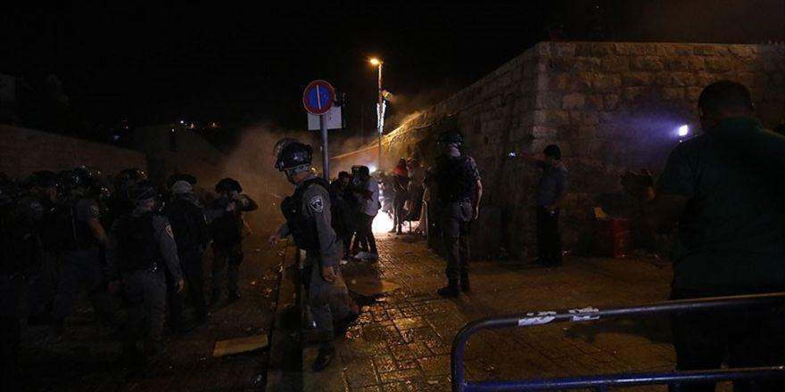 İsrail'den Mescid-i Aksa Kapısındaki Müslümanlara Saldırı