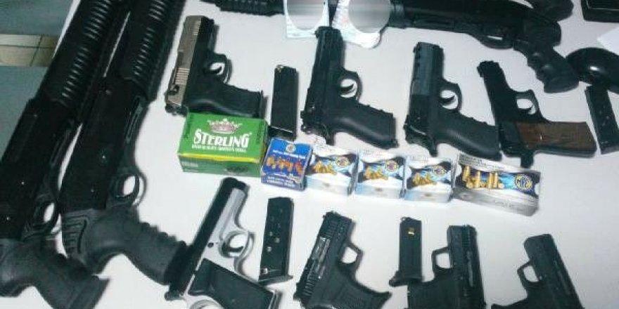 Konya'da 12 adet ruhsatsız silahla yakalandılar
