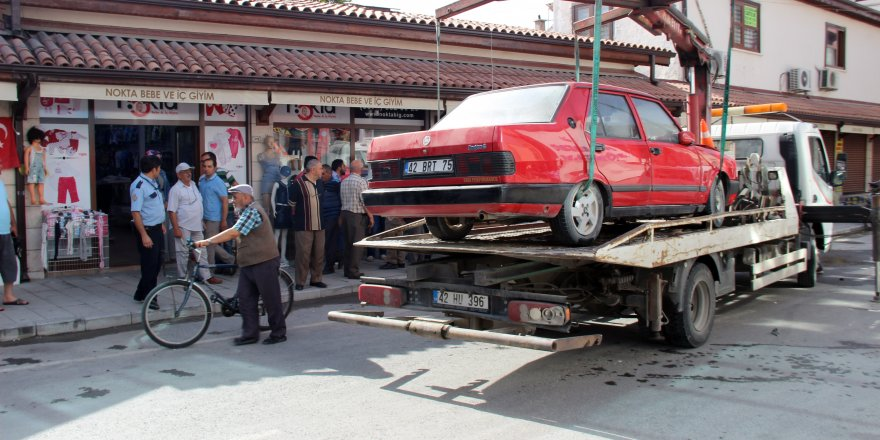 Konya'da drift yaptığı sırada kaza yapan kadın sinir krizine girdi