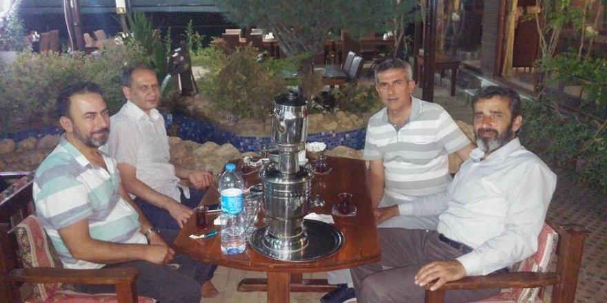 Ayhan Dedeoğlu arkadaşları ile MutfakS'da