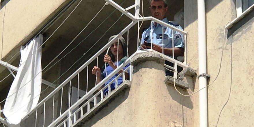 Dördüncü kattan düşen küçük kız ağır yaralandı