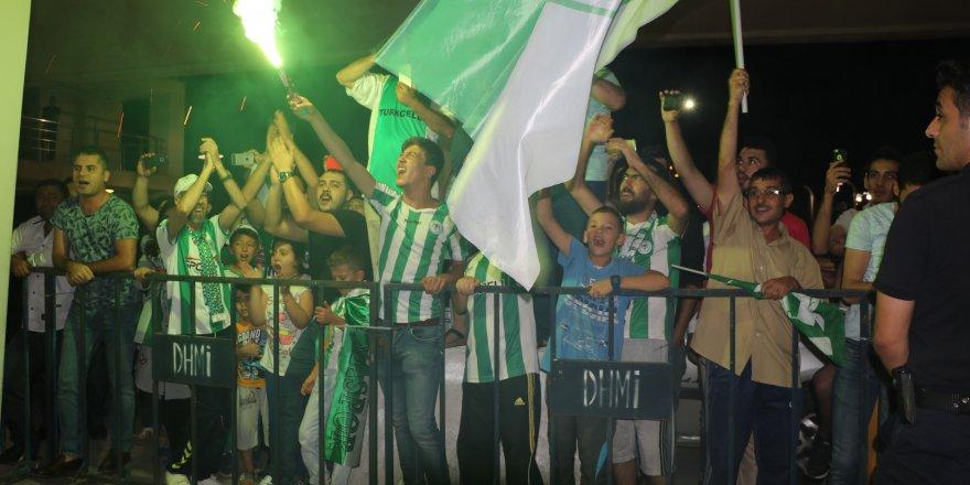 Konya'da Atiker Konyaspor'a Coşkulu Karşılama