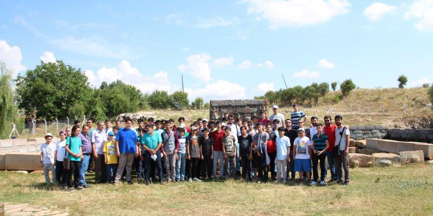 Beyşehir'deki kampa katılan öğrenciler tarihi mekanları gezdi