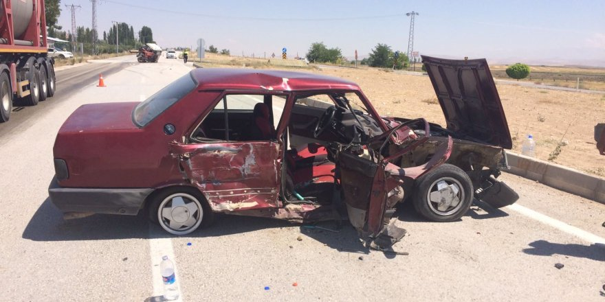 Ereğli'de Otomobil Traktörle Çarpıştı: 2 Yaralı