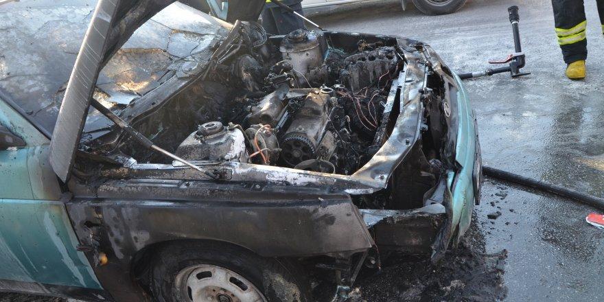 Konya'da seyir halindeki araç yandı