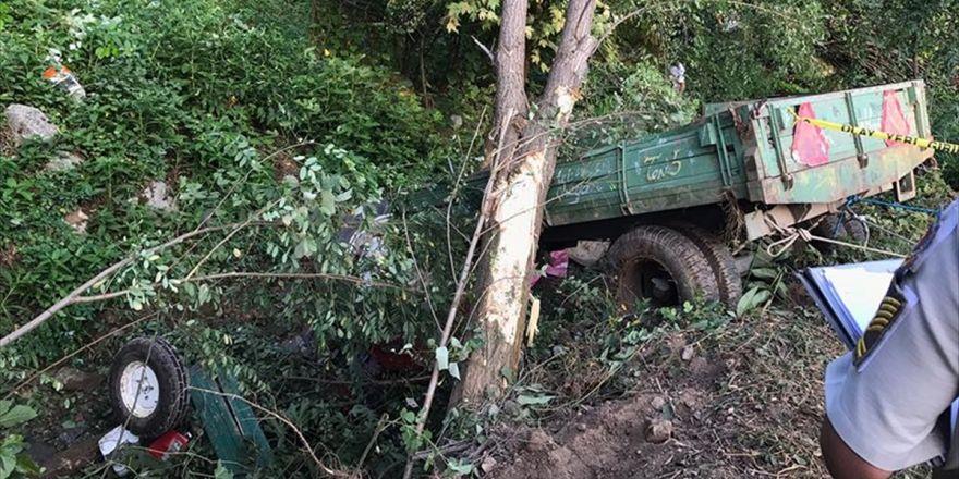 Sakarya'da İşçileri Taşıyan Traktör Devrildi: 7 Ölü, 10 Yaralı