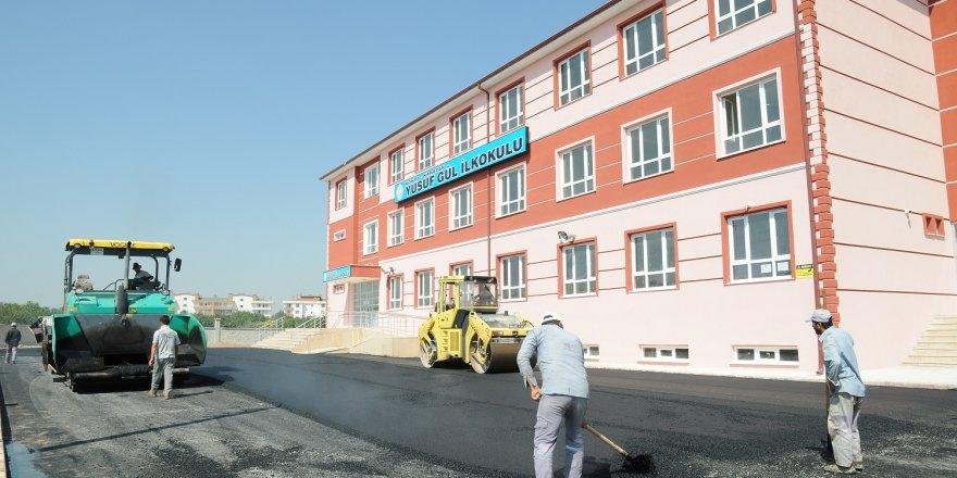 Karatay'da eğitime asfalt desteği