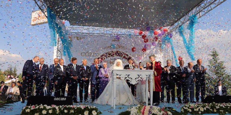 Siyasetçileri buluşturan düğün