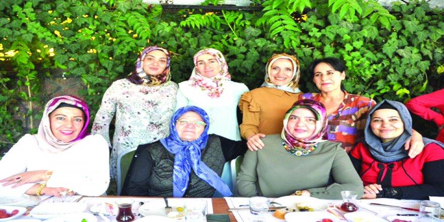 Bayanların ortak mutlulukları