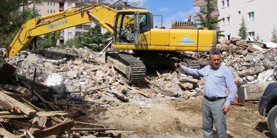 Seydişehir'de eski meteoroloji müdürlüğü binası yıkılıyor
