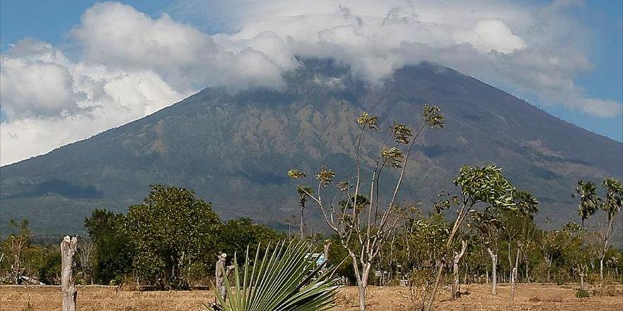 Agung Yanardağı Faaliyete Geçti