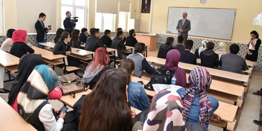 Başkan Altay, Konya'ya ilk kez gelen üniversiteli gençlerle buluştu