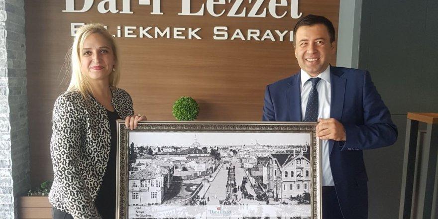 Dar-ı Lezzet'ten Elbasan'a tablo hediyesi