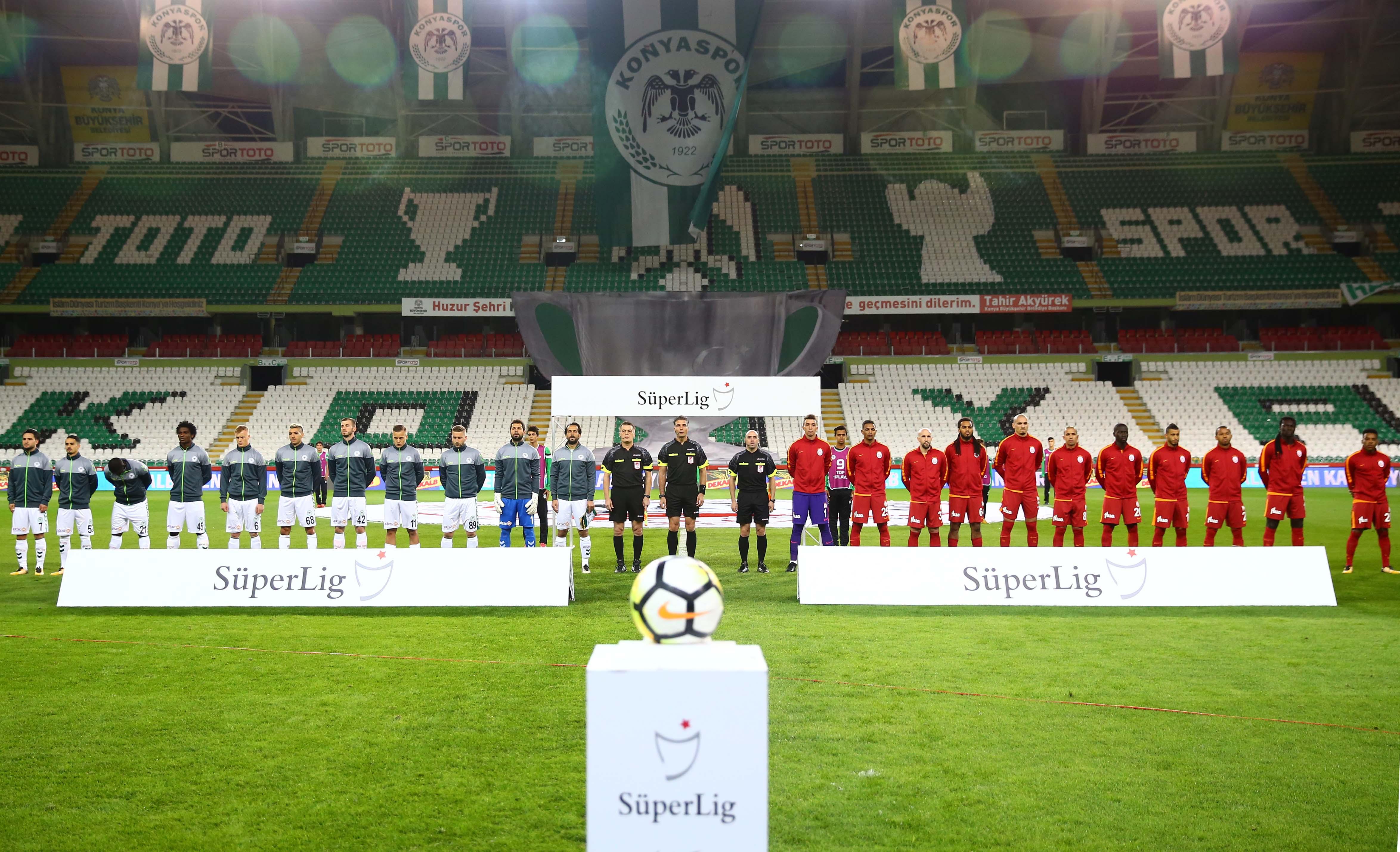 Galatasaray 11 Yabancı Futbolcuyla Sahaya Çıktı