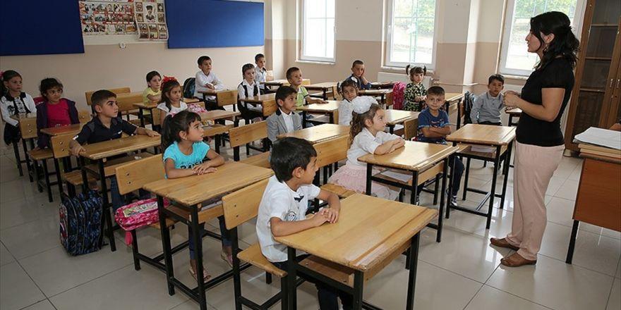 Öğretmen başına düşen öğrenci sayısı azaldı