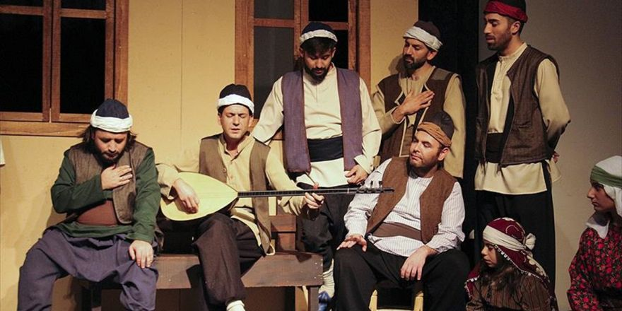 Aşık Veysel'in Hayatı Tiyatro Sahnesinde