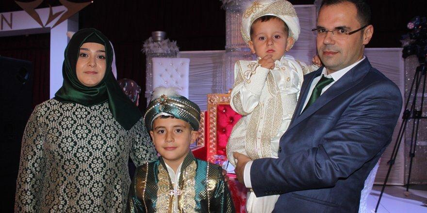 Hüseyin ve Mehmet Emin sünnet oldu