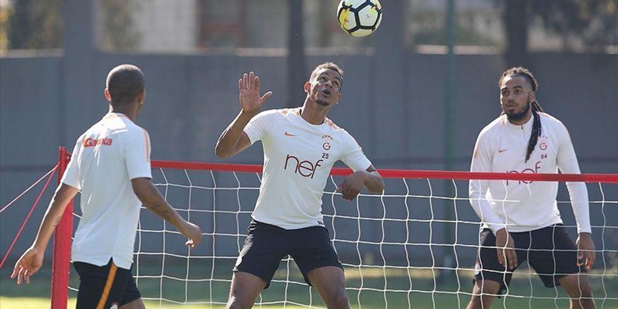 Başkan Özbek'ten Galatasaray'lı Futbolculara Moral