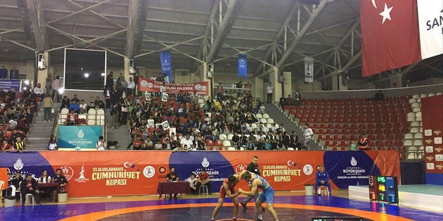 Türk Güreşçilerden 19 Madalya