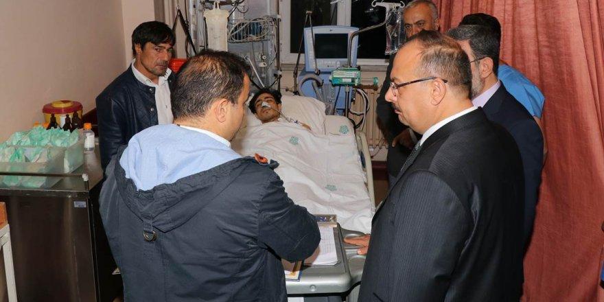 Vali Canbolat'tan yaralı öğrenciye ziyaret