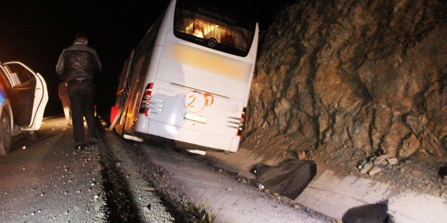 Yolcu otobüsü şarampole indi, 3 yolcu şoka girdi
