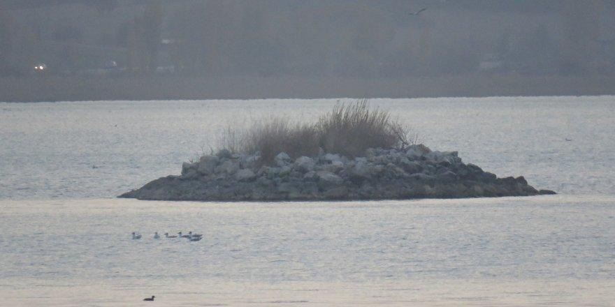 Beyşehir Gölü'nde Sular Çekilince Yeni Adacıklar Oluştu