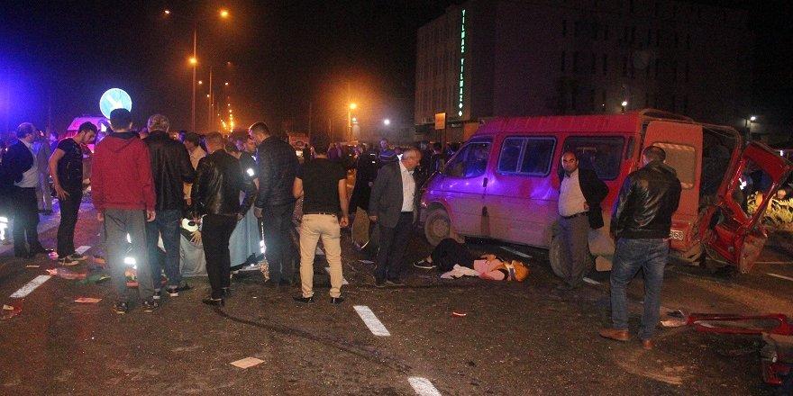 Samsun'da Trafik Kazası: 1 Ölü, 14 Yaralı