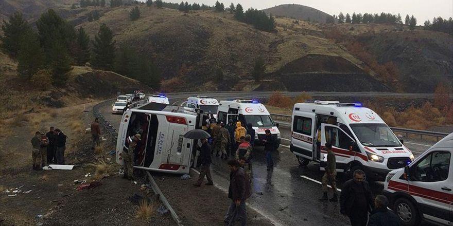 Elazığ'da Yolcu Otobüsü Devrildi: 2 Ölü, 18 Yaralı