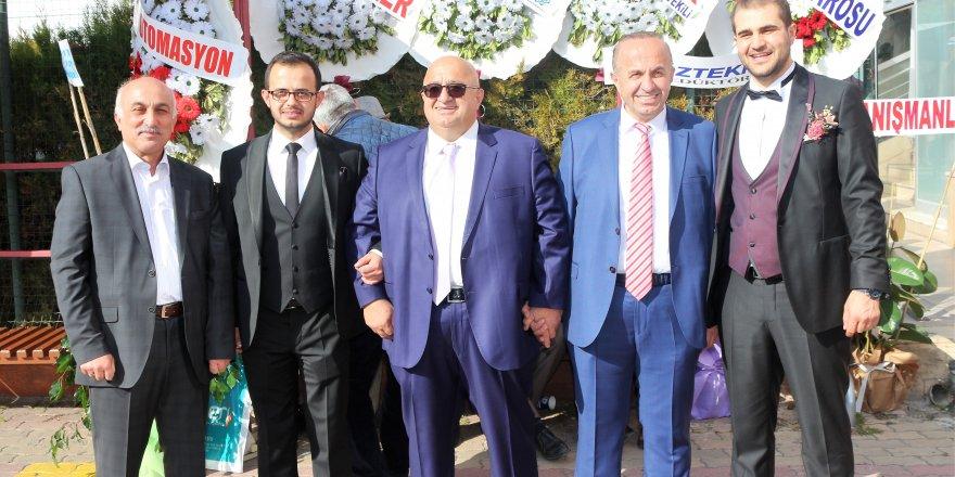Azman ailesinden çifte düğün