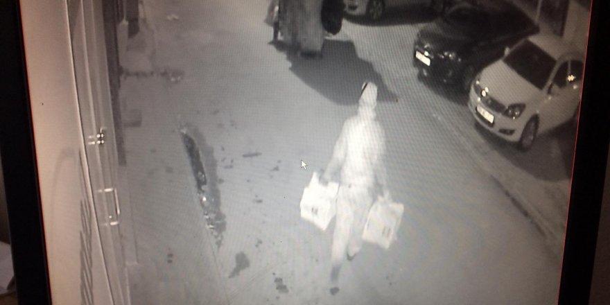 Kağıt toplayıcısı gazeteleri çaldı